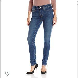 Levi's Slimming Skinny Jeans NWOT